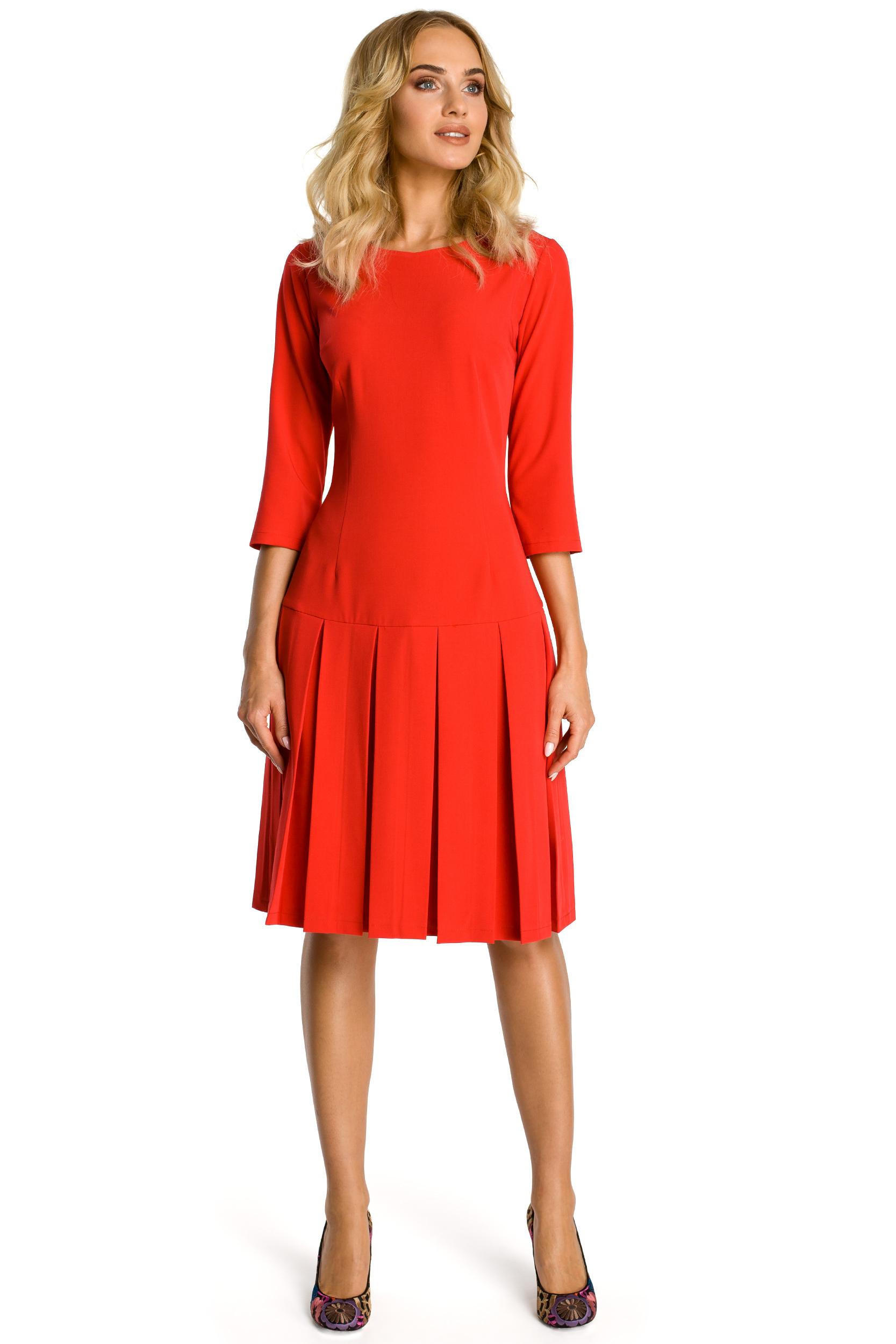 Sukienka midi z rękawem 34, obniżoną talią i kontrafałdami czerwona M336